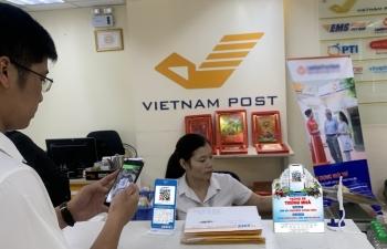 Người dân hào hứng với thanh toán QR Code tại Bưu điện Việt Nam