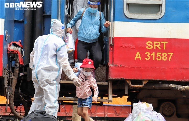 Ảnh: Quảng Bình đón 700 người dân từ TP.HCM hồi hương