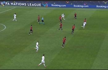 Các chuyên gia và cầu thủ nói gì về bàn thắng gây tranh cãi của Mbappe