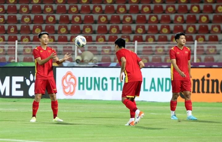 Tuyển Việt Nam tập làm quen sân, sẵn sàng giành điểm số lịch sử trước Oman