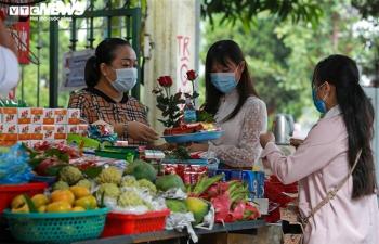 Giới trẻ Hà Nội tấp nập đến chùa Hà vái vọng cầu duyên trong ngày Rằm tháng 9
