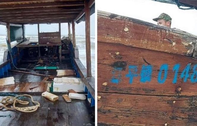 Tàu gỗ dài 18 mét in chữ Trung Quốc trôi dạt vào vùng biển Quảng Trị