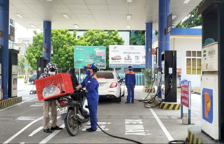 Vì sao giá xăng tăng mạnh?