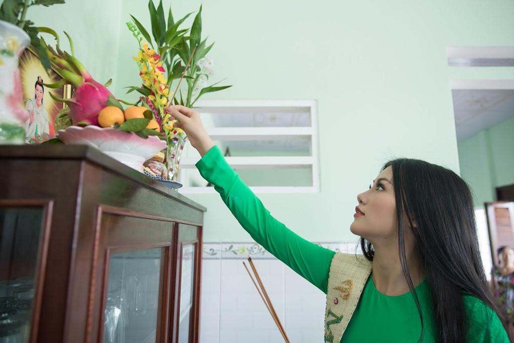hoa hau phuong khanh om cham ba ngoai khi ve que ben tre