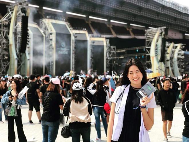 aff cup 2018 chuyen chua biet ve nu bac si xinh dep cua doi tuyen thai lan