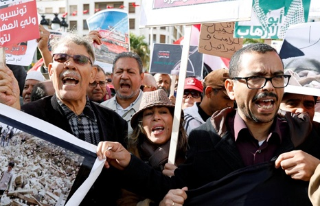 hang tram nguoi tunisia bieu tinh chong thai tu arab saudi den tham