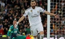 Benzema ghi bàn nhiều hơn Di Stefano tại Champions League