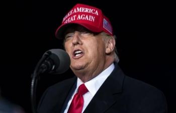 FBI điều tra người bao vây xe chiến dịch của Biden, Trump phàn nàn