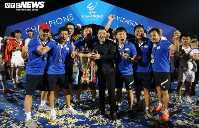 HLV Trương Việt Hoàng vô địch V-League: Sau cay đắng là tột đỉnh vinh quang - 2