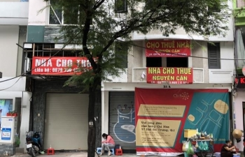 mat bang ban le hau covid 19 nha pho that the trung tam thuong mai len ngoi