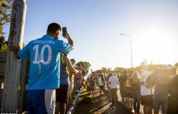 CĐV ken chặt đường phố, tiễn đưa Maradona về nơi an nghỉ cuối cùng