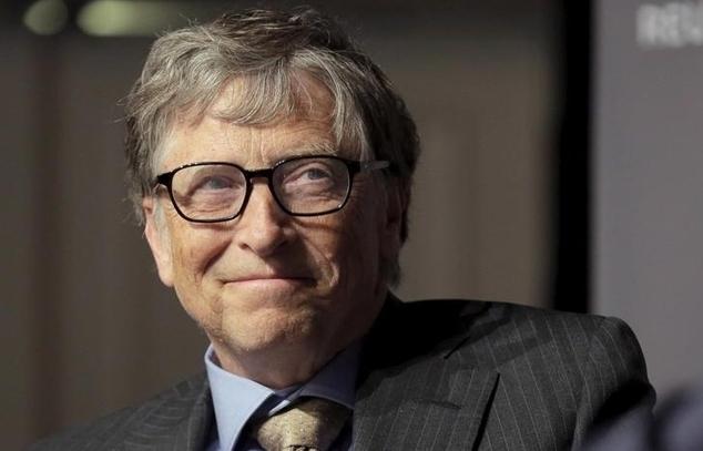 """Bill Gates, Covid-19 và """"giấc mộng"""" tiêm phòng cho cả thế giới"""