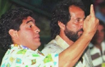 Bạn thân tiết lộ quá trình nghiện ngập của Maradona