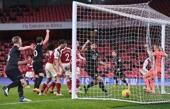 Arsenal thảm bại, tụt xuống sát khu vực nguy hiểm