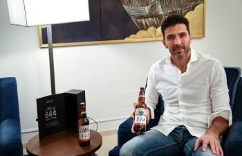 Buffon, Casillas được tặng bia khi Messi phá kỷ lục