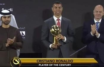 Ronaldo nhận giải