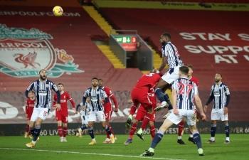 Liverpool và Tottenham đồng loạt bị chia điểm trước những đối thủ