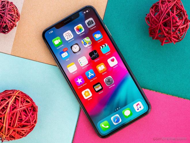iphone xs max doi dau galaxy s10 ai la nguoi do mau