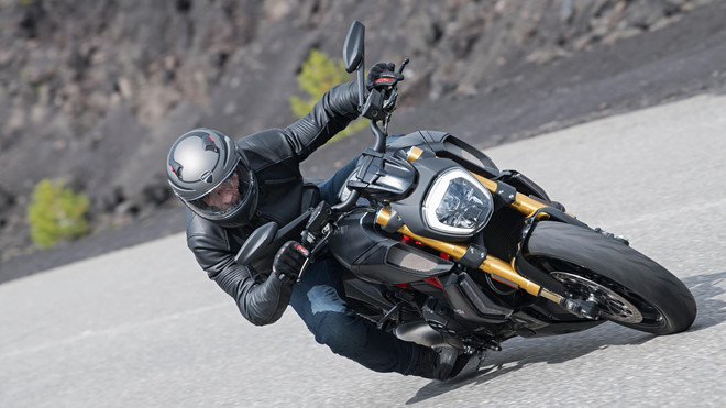 ducati diavel 1260s co gi khac so voi the he cu