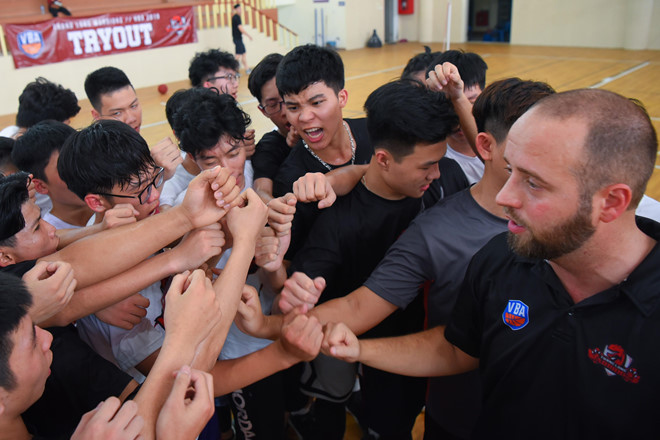 thang long warriors don 120 thi sinh tham du tuyen quan cho vba 2019