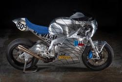 BMW S1000RR Speed Metal: Tôn vinh ngành luyện kim 100 năm trước