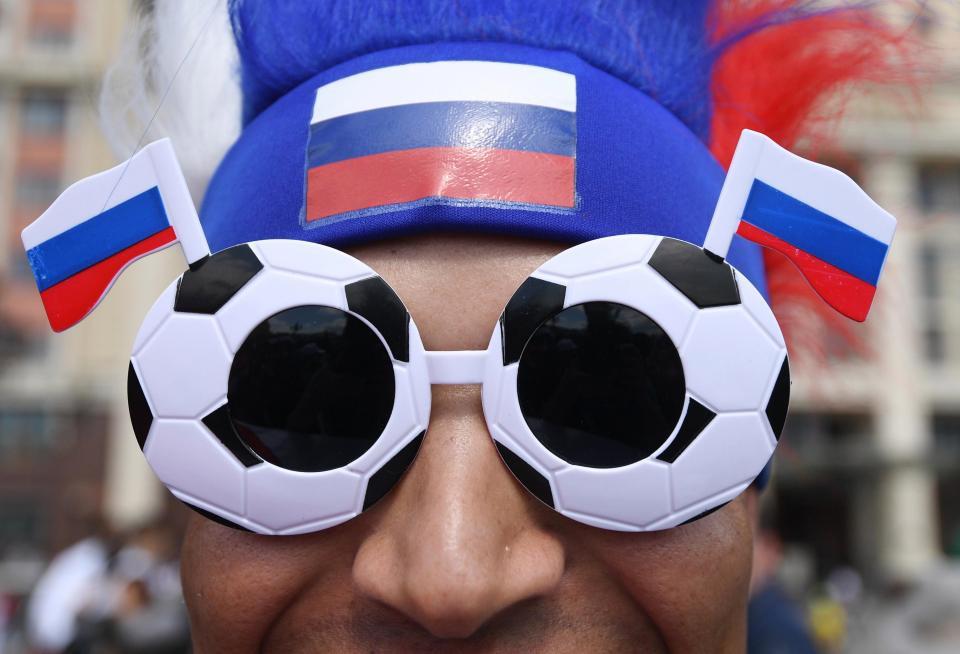 khong khi ron rang truoc them world cup tren duong pho nga