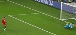 HLV Bồ Đào Nha: 'Đội mất kiểm soát từ khi Ronaldo đá hỏng 11m'