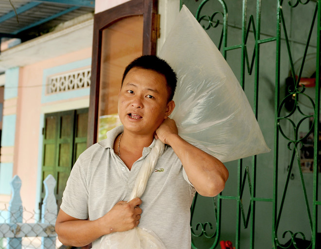 thoat chet ky dieu sau 3 ngay dem om bao nylon troi dat tren bien
