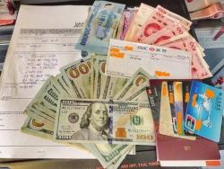 Một hành khách bỏ quên cả trăm triệu đồng trên máy bay