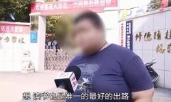 Cậu bé 15 tuổi bị đuổi học vì béo