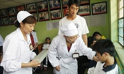 Hàng trăm trẻ mầm non nhập viện