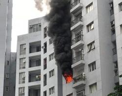 Cháy chung cư ở phố Mai Anh Tuấn