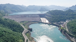 Hồ chứa thủy điện Hòa Bình cạn nhất trong 30 năm