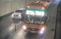Tài xế xe khách vượt ẩu trong hầm Hải Vân bị tước bằng lái hai tháng