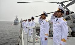 Tàu hộ vệ Việt Nam tham gia lễ duyệt binh hải quân ở Nga