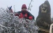 Ảnh: Đỉnh Mẫu Sơn lung linh, kỳ ảo trong lớp băng tuyết trắng muốt