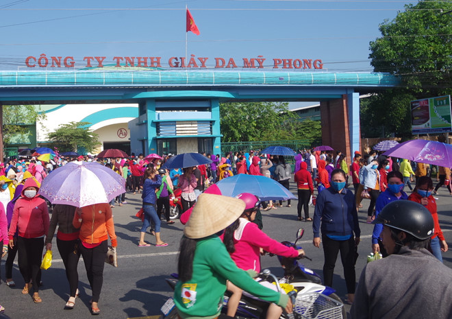 cong ty da giay cho 10000 cong nhan nghi viec dip can tet