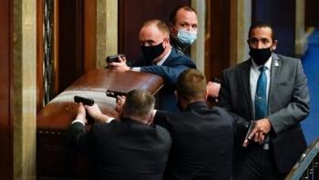 Cảnh sát bắn chết người biểu tình trong cuộc bạo loạn tòa nhà quốc hội Mỹ
