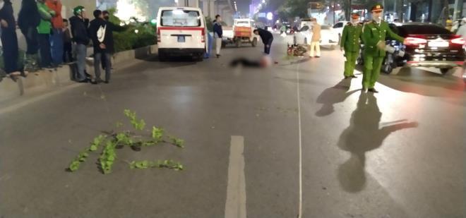 Xe máy tông thương vong 3 người đi bộ ở Hà Nội: Trích xuất camera điều tra