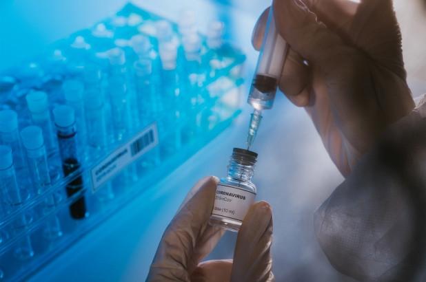 mot nguoi tu vong sau vai gio tiem vaccine covid 19