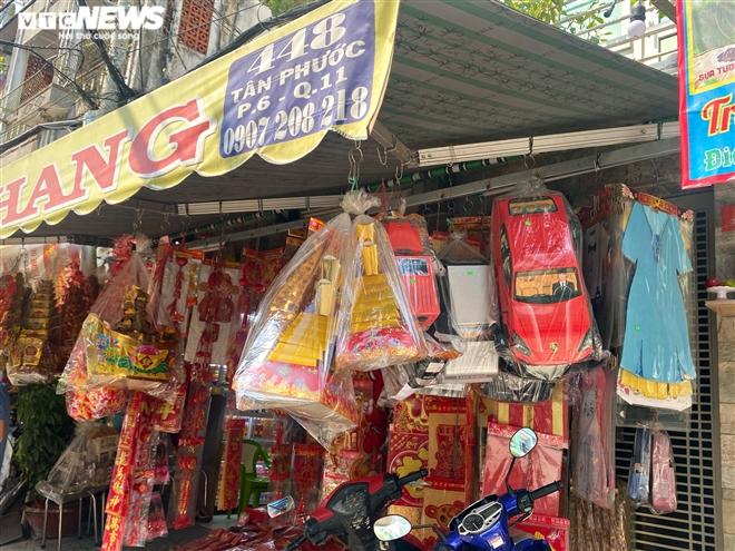 Người Sài Gòn mua 'ô tô điện, iPhone, iPad' cúng ông Công, ông Táo - 10