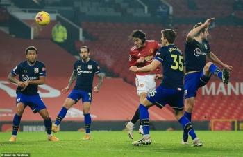 Man Utd vùi dập đối thủ chỉ có 9 người, HLV Solskjaer khen học trò hết lời