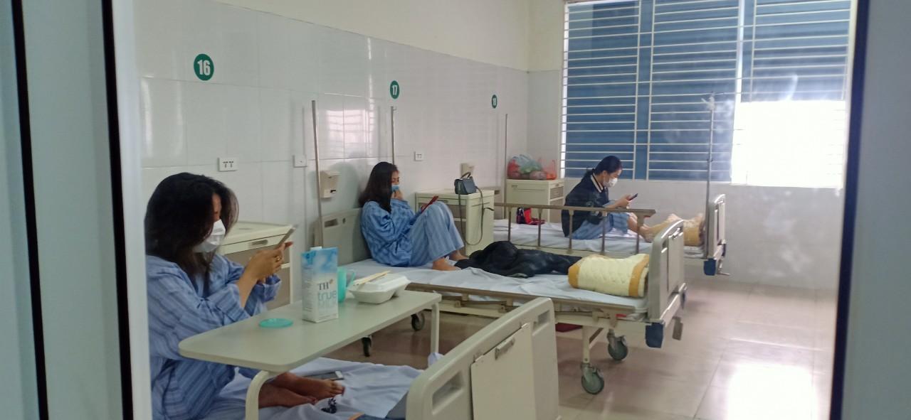 Ảnh: Bên trong nơi điều trị bệnh nhân COVID-19 ở Hà Nội - 7