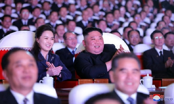 Vợ Kim Jong-un lần đầu xuất hiện trong hơn một năm