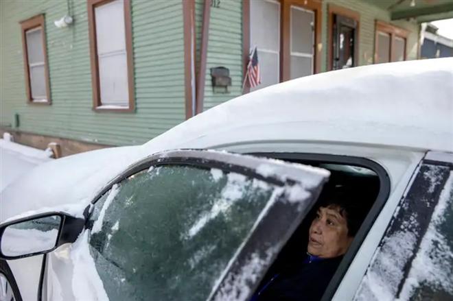 Giá lạnh kỷ lục ở nước Mỹ: Ít nhất 14 người chết, hàng triệu người mất điện - 1