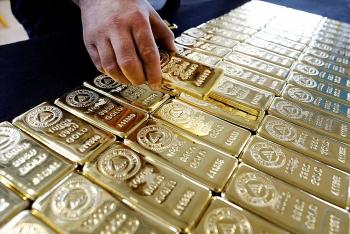 Giá vàng thế giới lao dốc, chứng khoán Mỹ lập đỉnh mới