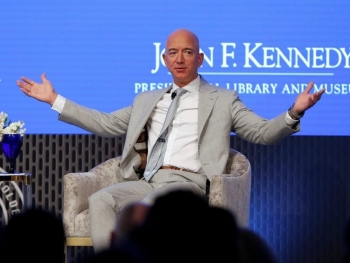 Jeff Bezos trở lại cuộc đua, Elon Musk mất ngôi người giàu nhất thế giới