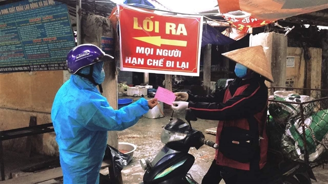 virus sars cov 2 co the lay lan qua thuc pham va hang hoa hay khong