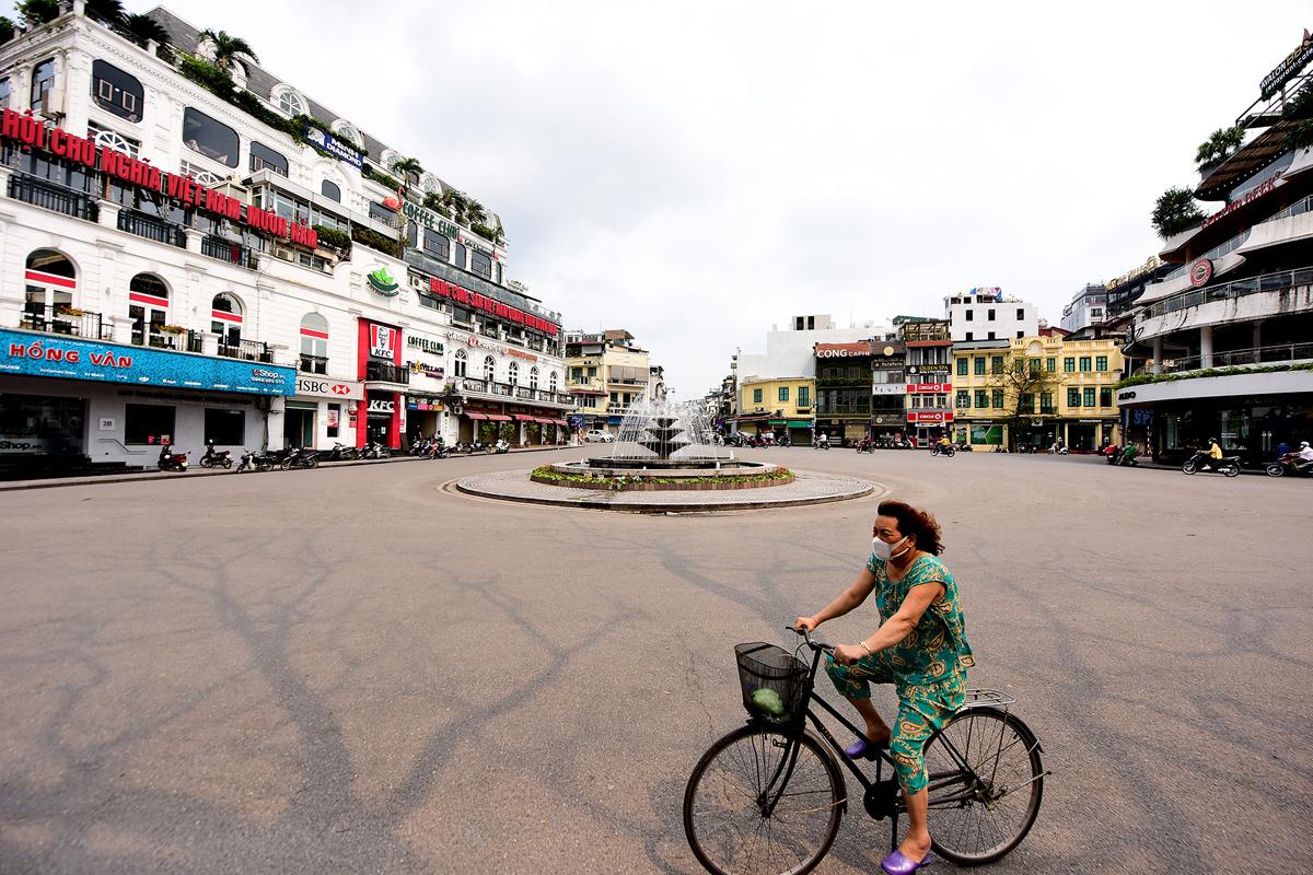 Thủ tướng yêu cầu Hà Nội, TP HCM sẵn sàng mọi phương án cách ly
