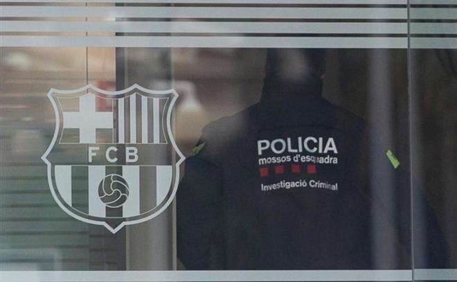 Lionel Messi: Nạn nhân của cuộc chiến quyền lực rung chuyển Barca  - 2